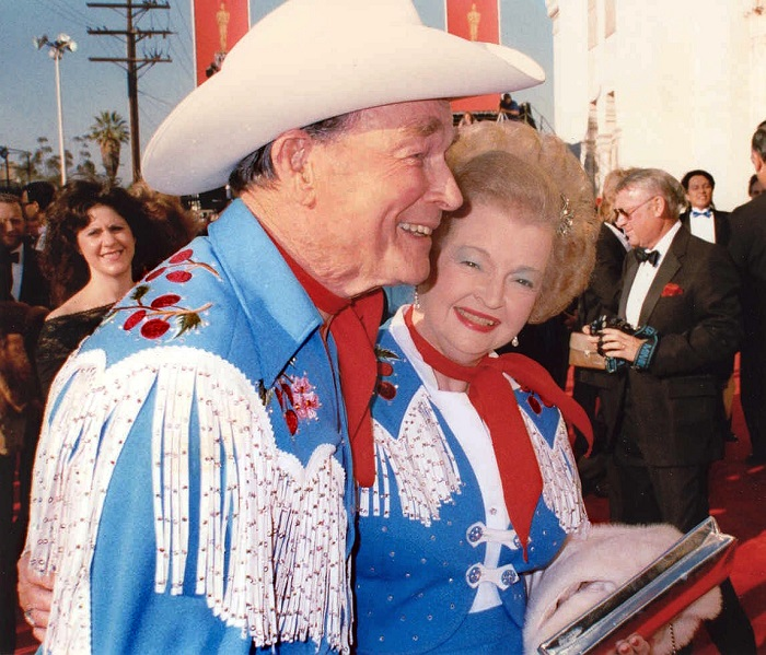 Roy Rogers and Dale Evans. By photo by Alan Light, CC BY 2.0, https://commons.wikimedia.org/w/index.php?curid=2009795
